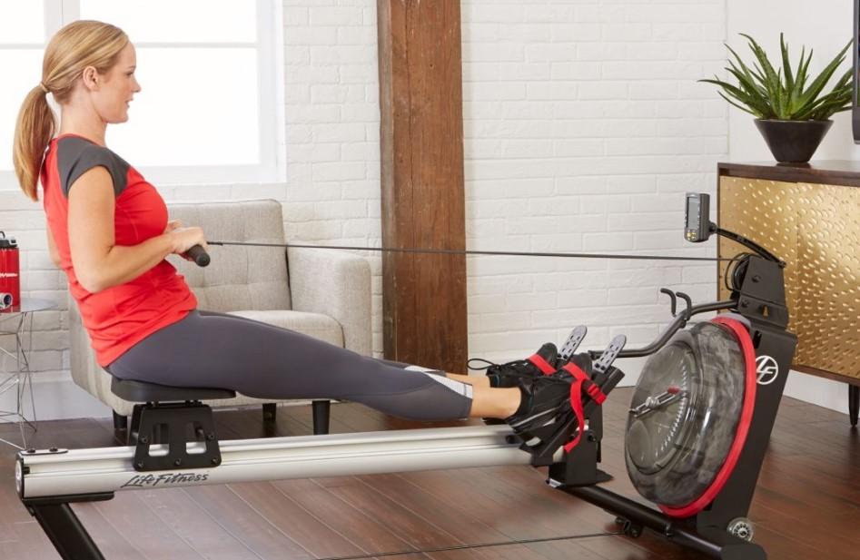 947px_Frau-Ruder-Life-Fitness-Row-GX589d1696446071